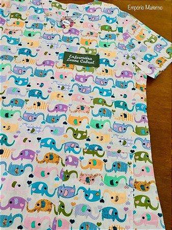 Scrub - Gola V - Manga Curta - Estampada Elefantes 01 - Bordado