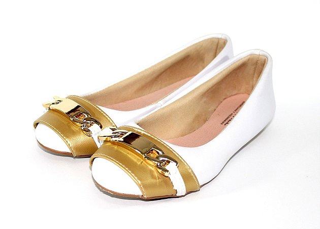 Sapatilha branca com dourado