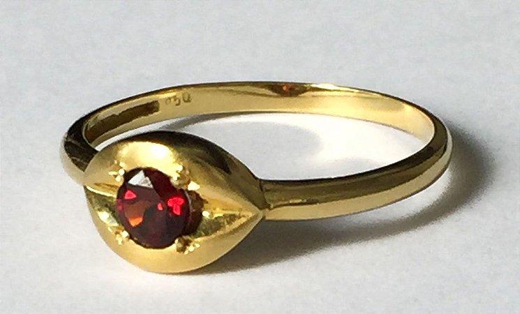 Anel Olho de Espinélio - Joia de Ouro 18 quilates