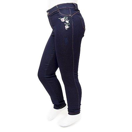 Calça Jeans Plus Size Feminina com Bordado Credencial Cintura Alta