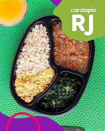 RJ | AC - Picadinho com legumes, arroz integral, couve e farofa de banana