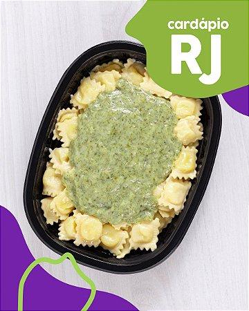 RJ   AC - Raviolli de mussarela com molho de espinafre