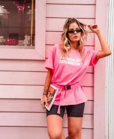 T-shirt Art Needs No Explanation | Rosa Neon - Modelagem Over - In Love