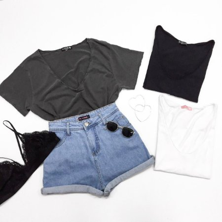 T-shirt Lisa - Modelagem Ampla   Cores: Cinza Chumbo, Preta, Branca e Rosa
