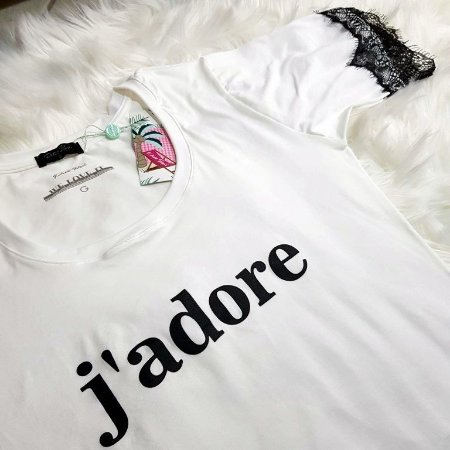 T-shirt Jadore | Cor Branca - Renda na manga | Petit Rosè