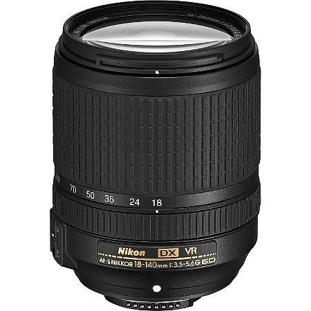 Lente Nikon AF-S DX NIKKOR 18-140mm f/3.5-5.6G ED VR com parasol Nikon HB-32