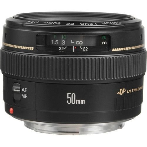 Lente Canon EF 50mm f/1.4 USM com Parasol Canon ES-71II