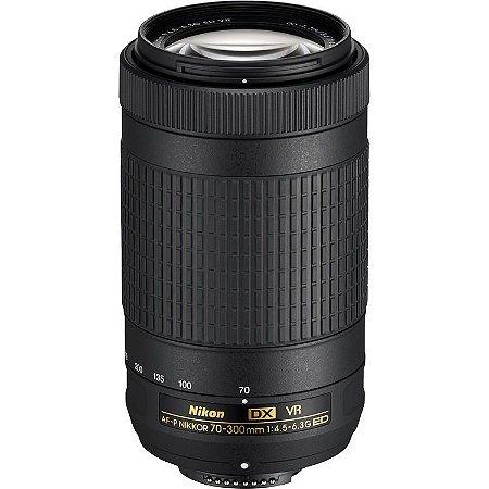 Lente Nikon AF-P DX NIKKOR 70-300mm f/4.5-6.3G ED VR com Parasol Nikon HB-77