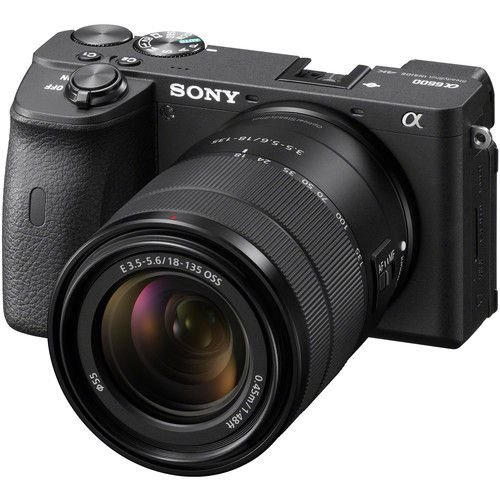 Câmera Sony Alpha a6600 Mirrorless Kit com Lente Sony E 18-135mm f/3.5-5.6 OSS