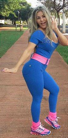 Macacão Ombro Azul Cinto Rosa