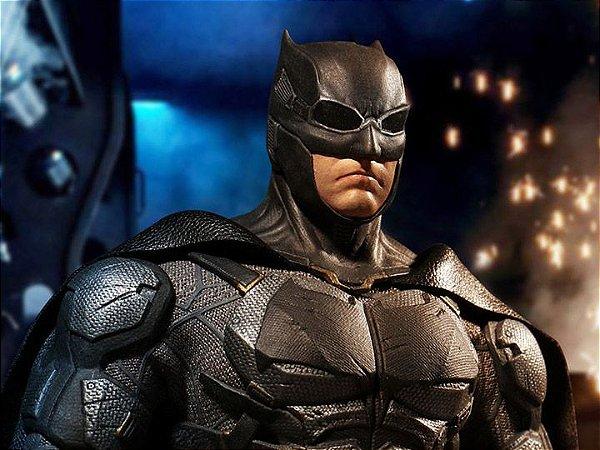 Batman Traje Tático Liga da Justiça One:12 Collective Mezco Toyz Original