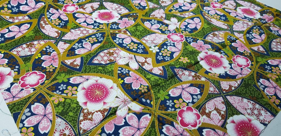 Flowers in Ellipse. Tec.Douradinho Japonês. TI049  (50cm x 55cm)