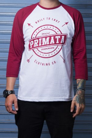 "Camiseta Raglan ""Built to Last"" Branco com Bordo"