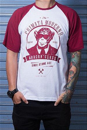 "Camiseta ""Modern"" Branco com Bordo"