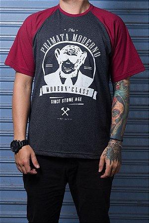 """Camiseta """"Modern"""" Grafite com Bordo"""