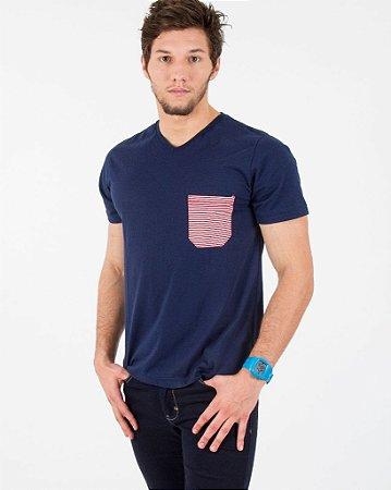 Camiseta Azul Marinho com Bolso Listrado