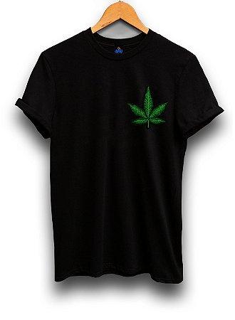 Camiseta Bordada Folha da Maconha