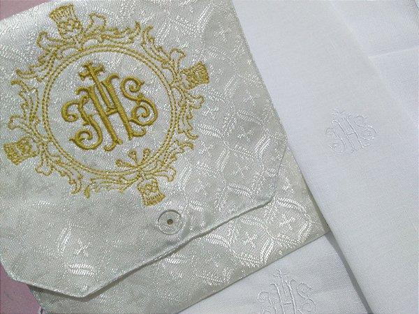 Kit Viático ou kit ministro para levar a Santa Eucaristia para enfermos - JHS Brasao + Alfaias brancas