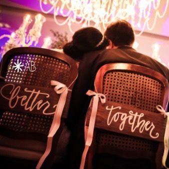 """Par de plaquinhas """"Better Together"""" para cadeira dos noivos"""