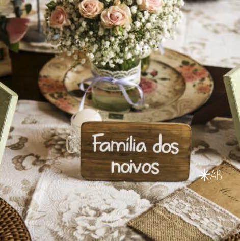 """Plaquinha """"Família dos noivos"""" para marcação de mesa."""