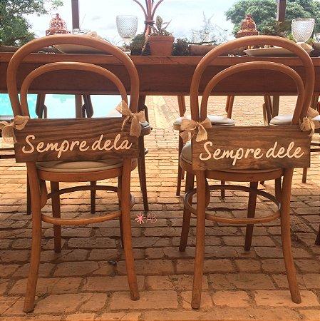 """Par de plaquinhas """"Sempre dele"""" e """"Sempre dela"""" para cadeira dos noivos"""