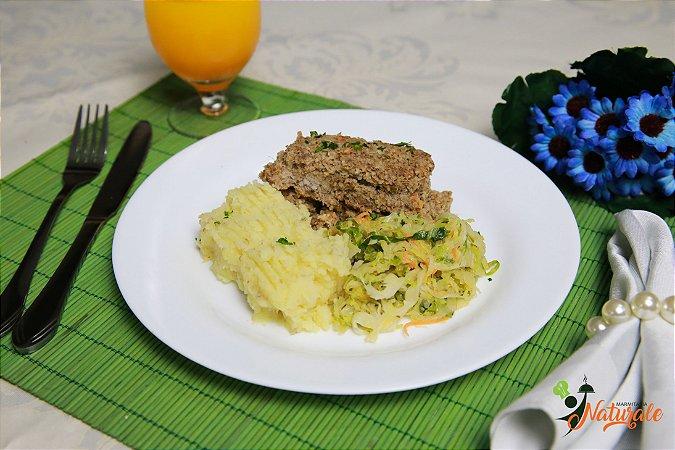 FIT11 - Kibe assado com ricota, purê de batata doce, repolho e filetes de cenoura refogados ao azeite e alho