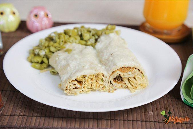 M02 - 2 Panquecas com frango desfiado ao molho branco e vagem refogada ao azeite e alho.