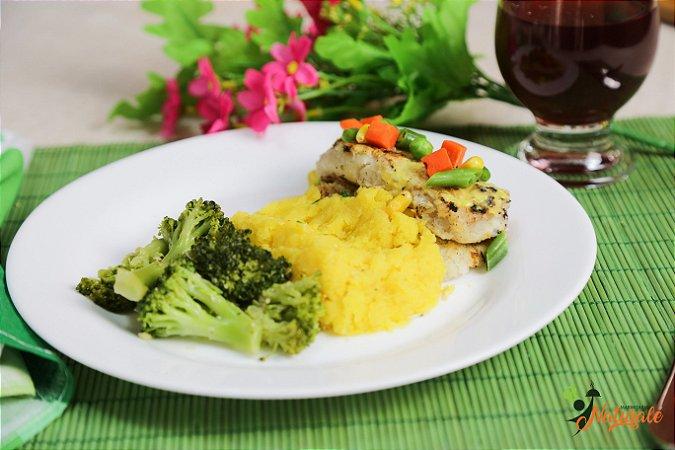 FIT18 - Filé de merluza grelhado com jardineira de legumes refogado, purê de mandioquinha, brócolis refogado ao azeite e alho