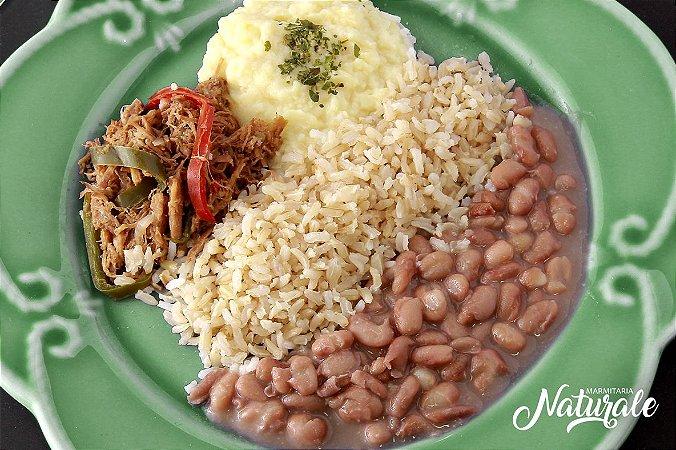 AC92 - Carne louca, arroz integral, feijão e purê de batata doce