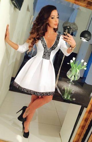 Vestido Preto e Branco Alto Decote