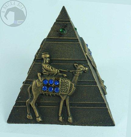 Pirâmide (resina)