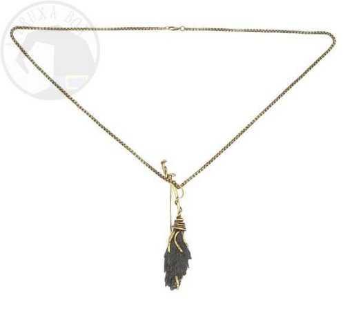 Colar Amuleto/ Broche - Vassoura de Bruxa (Cianita Negra)