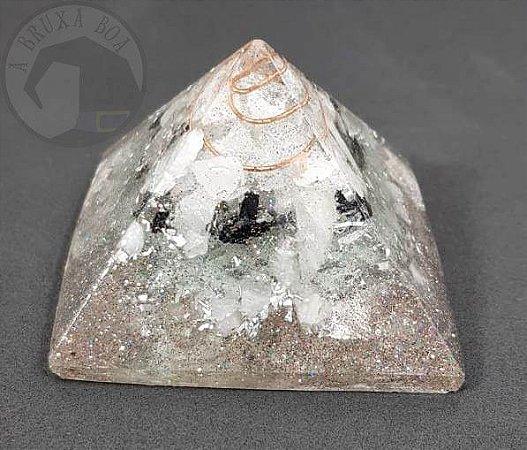 Pirâmide de Orgonite com Cristais