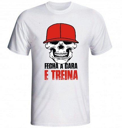 CAMISETA CAVEIRA FECHA CARA E TREINA