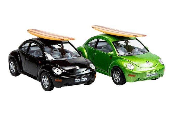MINIATURA NEW BEETLE COM PRANCHA DE SURF