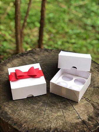 Caixa Branca 4 doces + LAÇO - 10 unid.