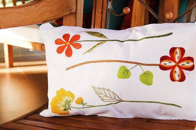 Almofada Flor Girafa: 3 flores - Bordada à mão