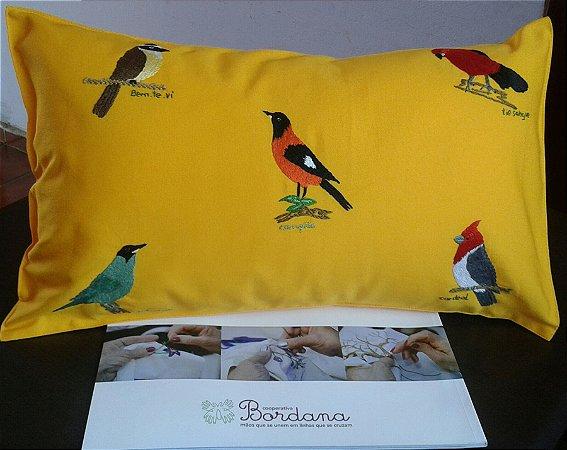 Almofada Mix de Pássaros - Bordada à mão