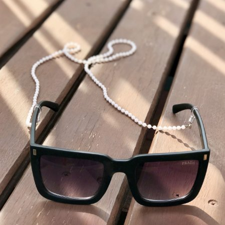 Cordinha com pérolas para óculos