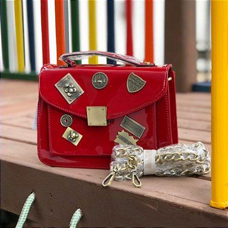 Bag vermelha envernizada detalhes cor ouro velho