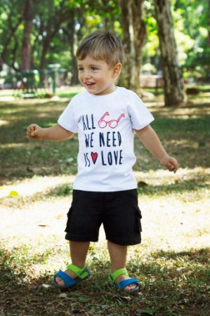 Camiseta Masculina - All We Need