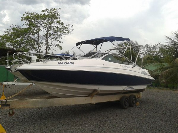 ​Lancha Focker 240 c/ Motor Mercury 200HP Optimax