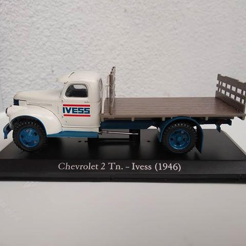 Miniatura Chevrolet 2 Tn - Ivess (1946) - Vehículos inolvidables - Ed. 26