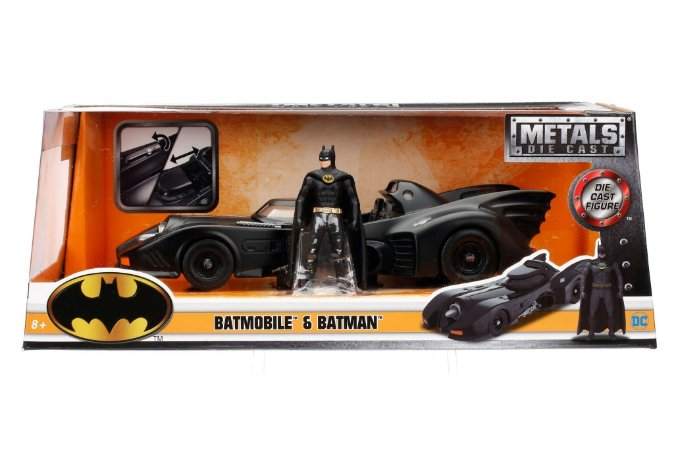 COLECIONÁVEL BATMOBILE E BATMAN