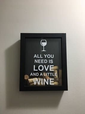 Mini Quadro Porta-Rolhas - All you need is love and a little wine - Pequeno