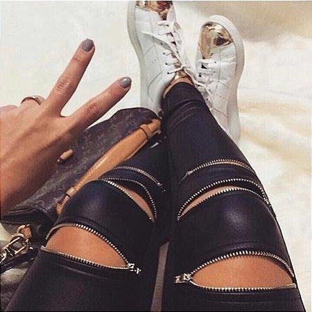 Calça cirrê zíperes. Fashion