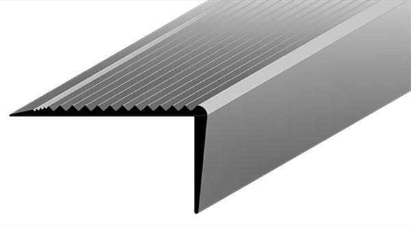 Perfil Existente em Alumínio Antiderrapante de altura 20 mm largura 40 mm com acabamento natural.