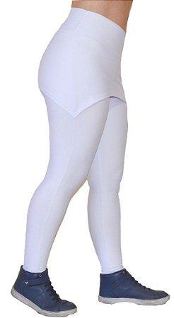 Calça Legging com Saia Embutida Tapa Bumbum Branca Sem Pezinho