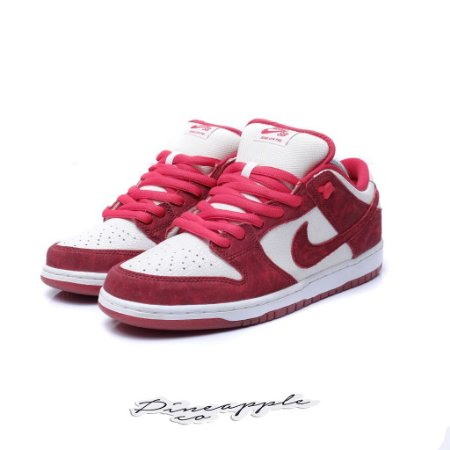 """Nike SB Dunk Low """"Valentines Day"""" (2014)"""