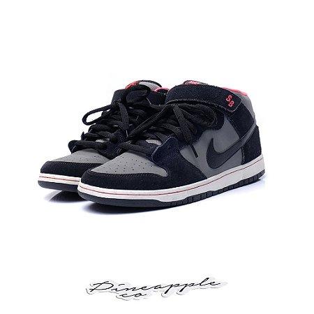 """Nike SB Dunk Mid """"Black/Medium Grey"""""""